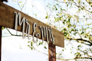 mr & mrs. sign arch